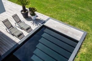 escalier_piscine-noire