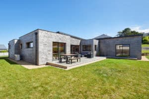 vue globale de la maison bois avec la terrasse