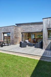la maison bois et sa terrasse
