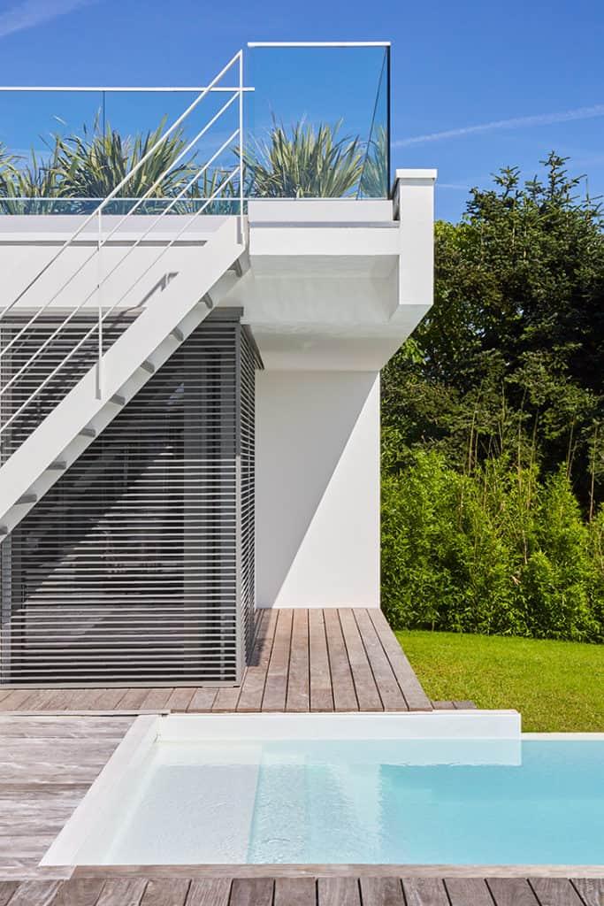 piscine balcon et escalier