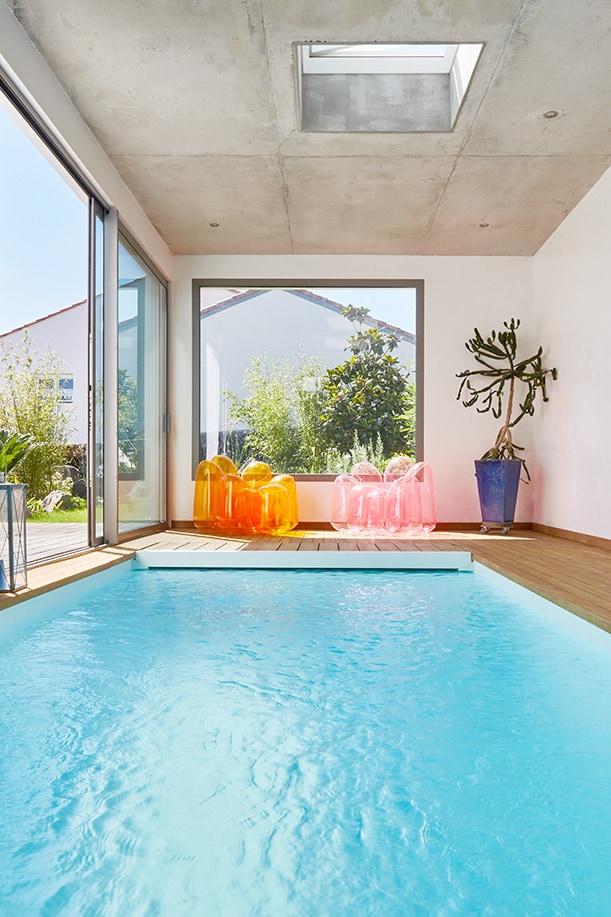 piscine_intérieure_fauteuil_gonflable