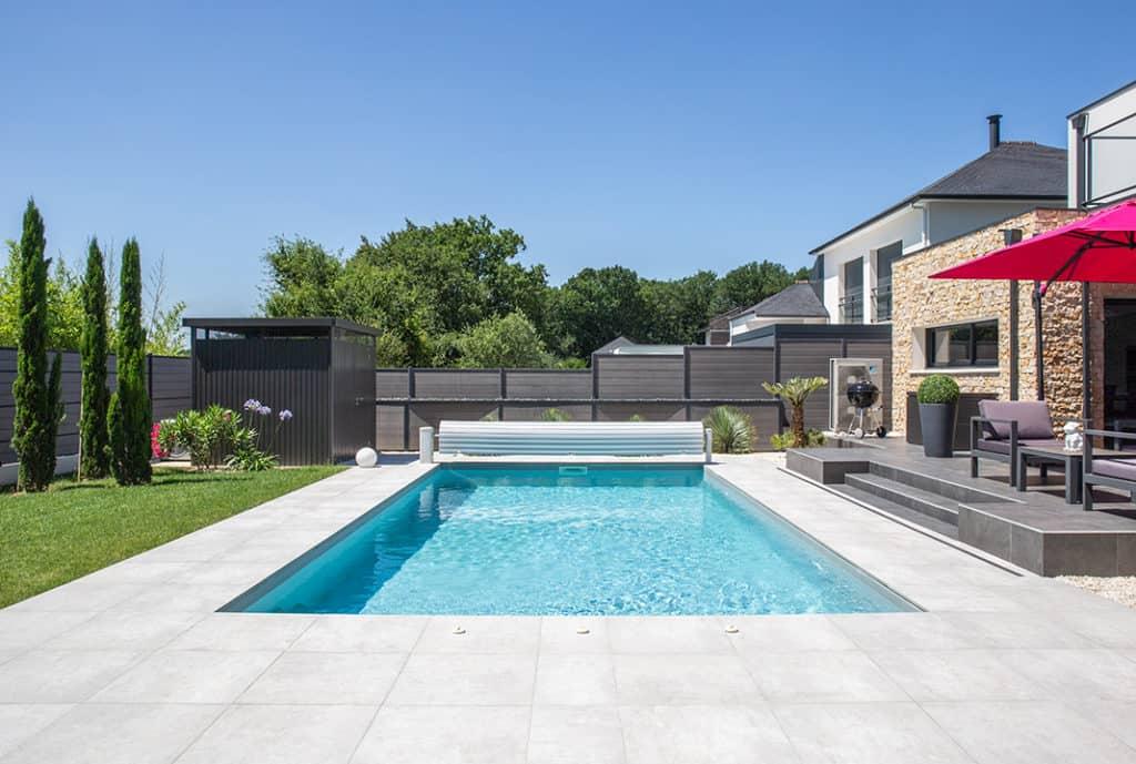 piscine avec protection enroulée