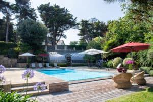 piscine terrasse bois et mobilier chic