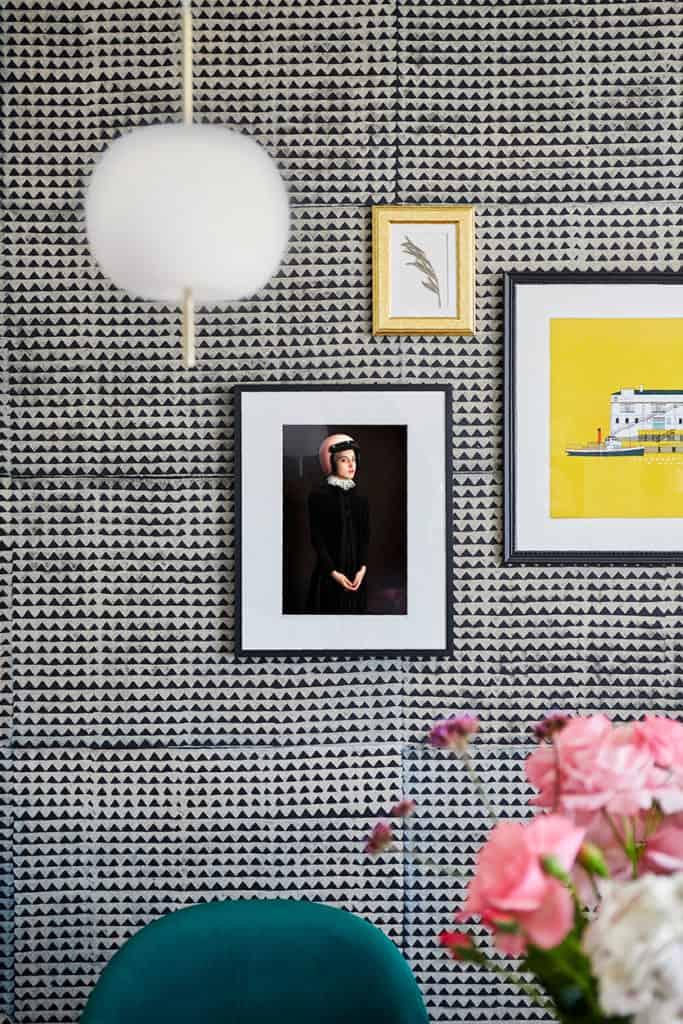 décoration tapisserie_motif_noire_cadre_deco