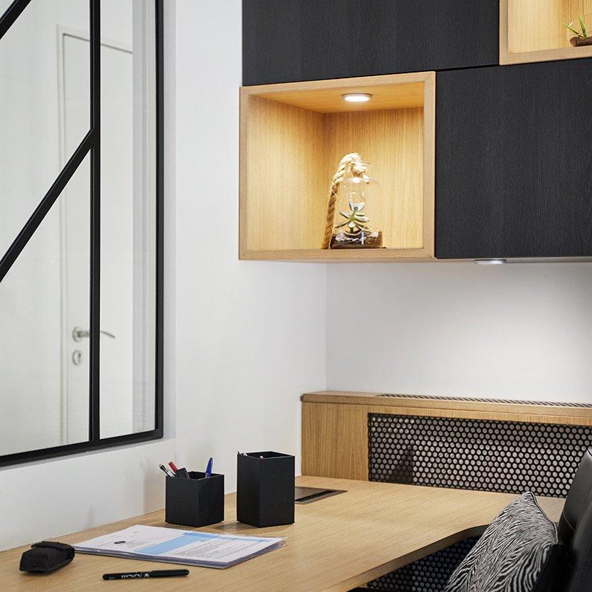 Photographe Décoration noire et bois pour bureau à Nantes