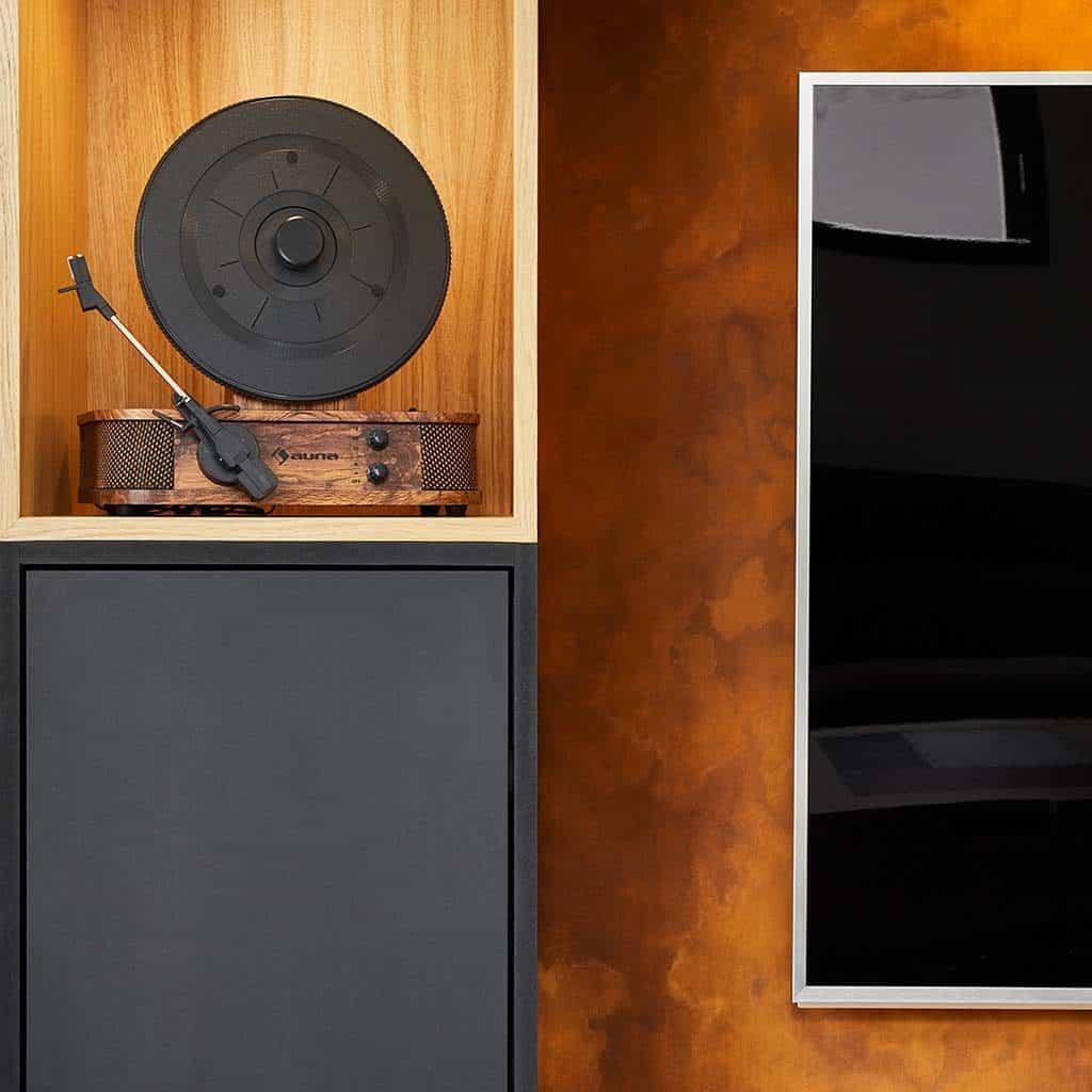 meuble TV sur mesure design industriel noir, bois et rouille