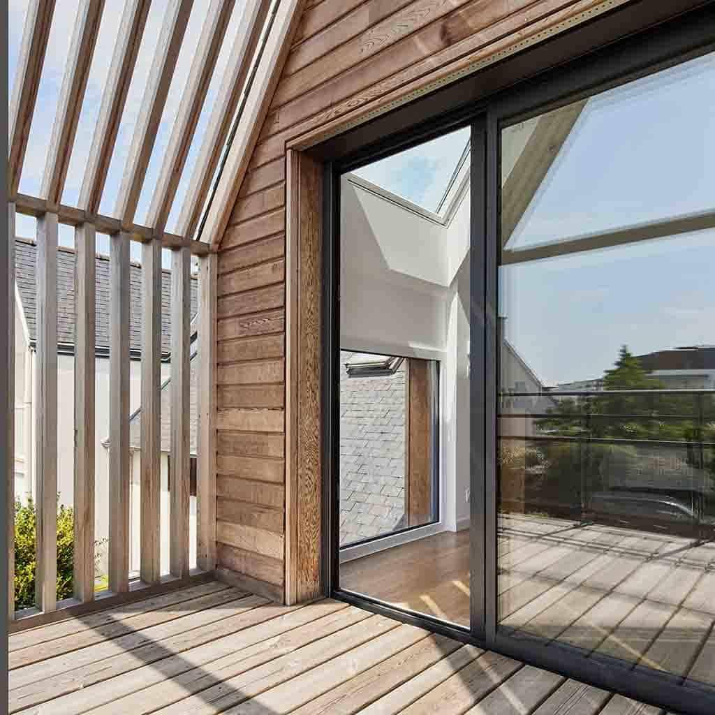 extension bois avec tasseaux comme couverture aérée