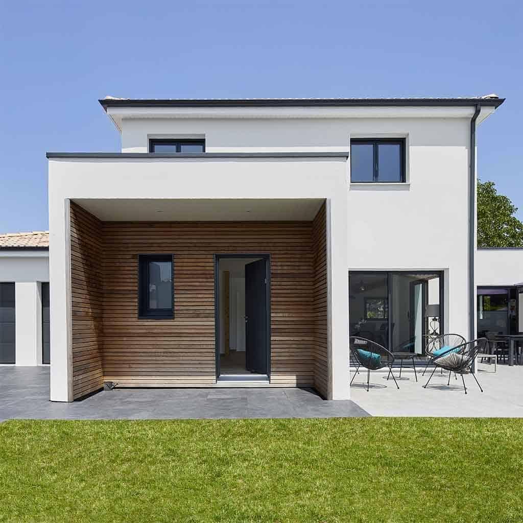 Maison architecture moderne avec jardin et piscine