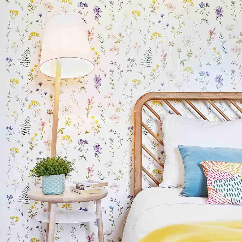 Chambre à la décoration naturelle et fleurie