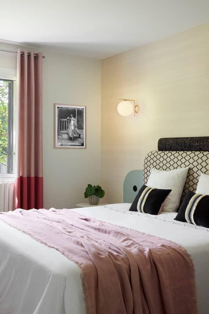 Vue globale de la chambre parentale inspiration chambre d'hôtel