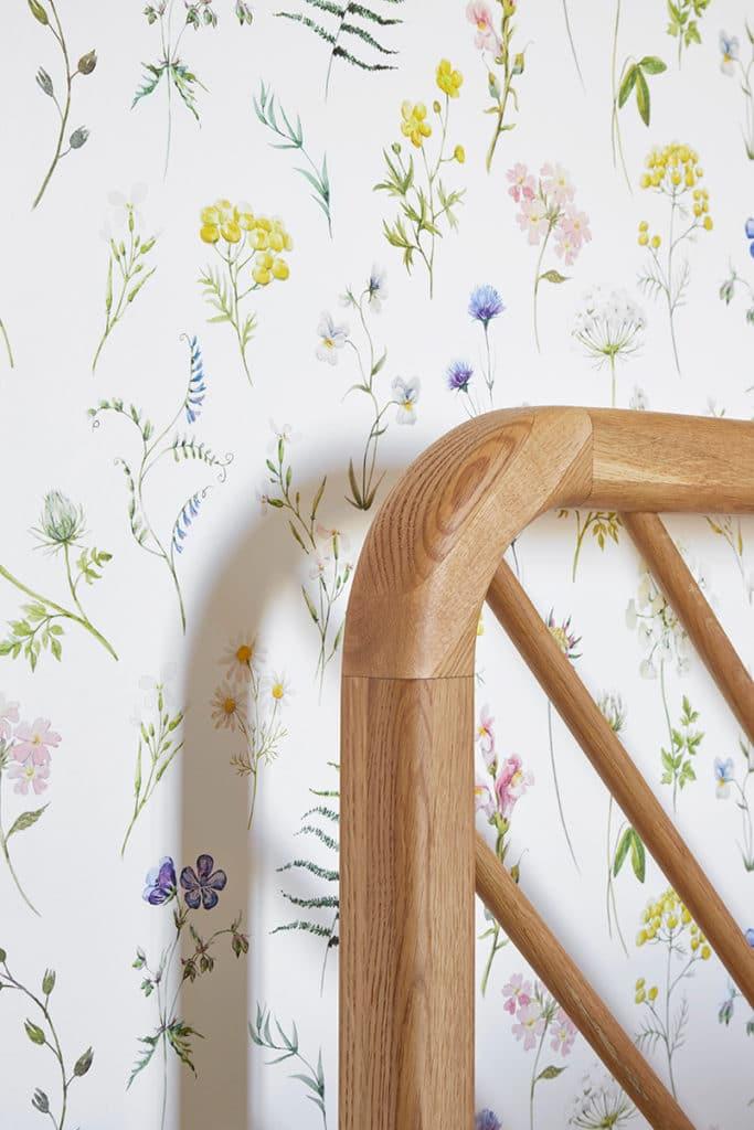 détail tête de lit en bois graphique