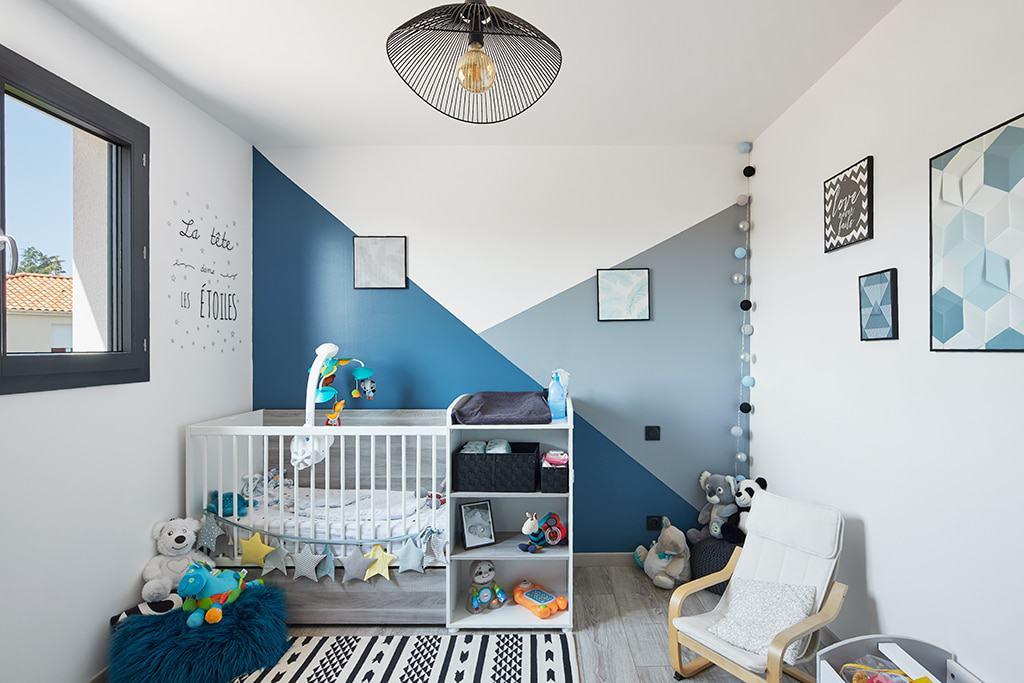 Chambre bébé bleue et grise