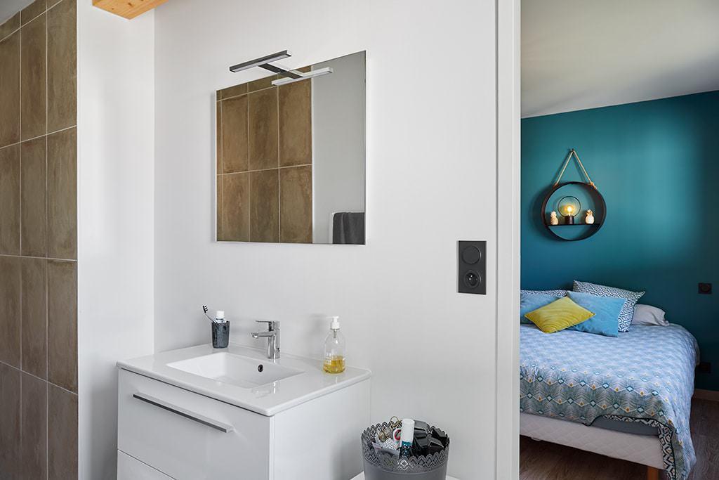 Chambre parentale avec salle de douche