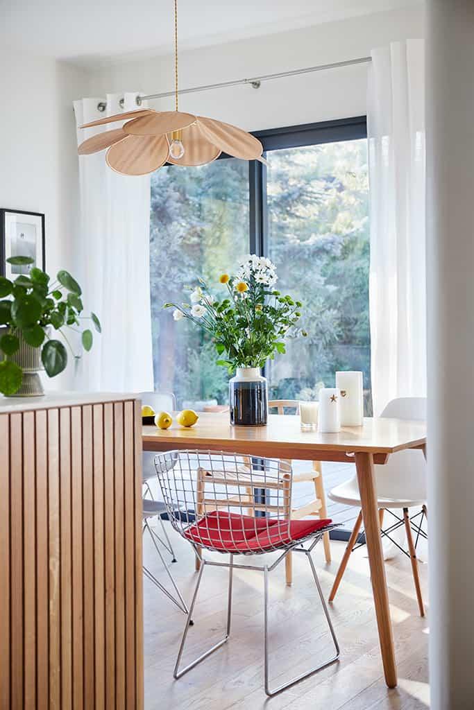 salle à manger mélange de style rétro, chic et moderne