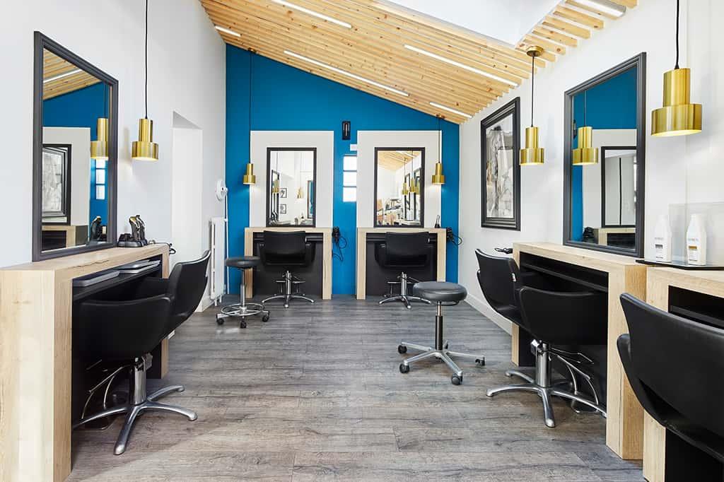 agencement sur mesure pour ce salon de coiffure