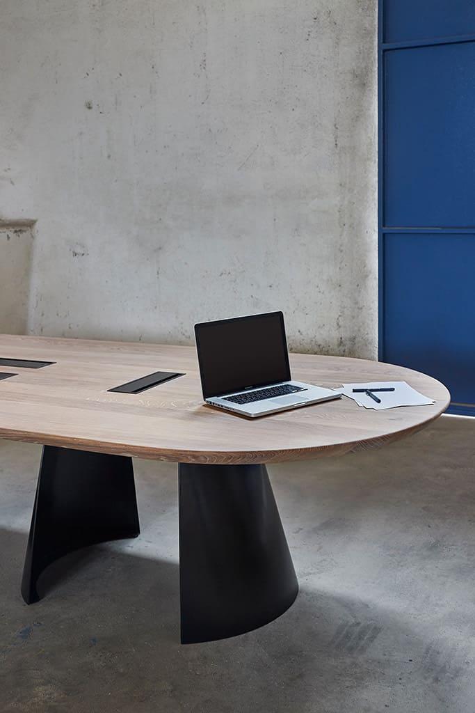 table de réunion dans les ateliers nantais